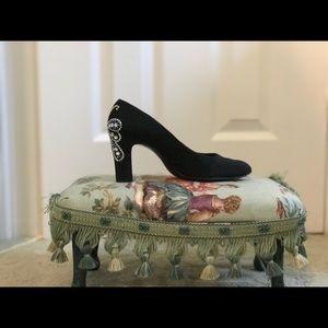 Black matte heel with design